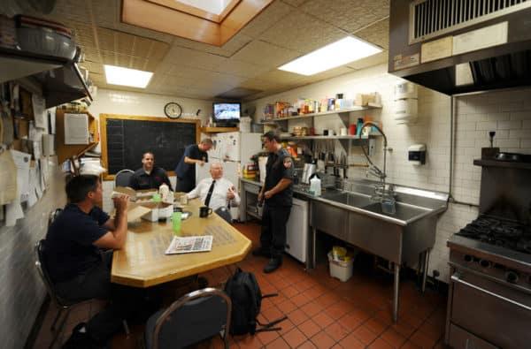 visiter caserne pompiers new york fdny Cuisine-SalleRepas Squad-252 Bklyn Photo©SebastienFREMONT