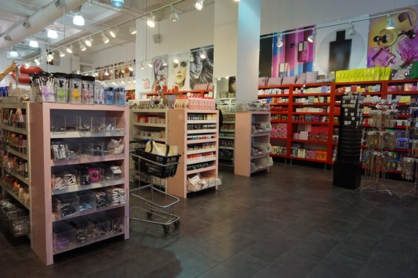 cosmetic-market-nyc-2